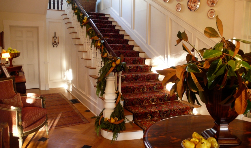 decorating stairs for Christmas, slimpaley.com