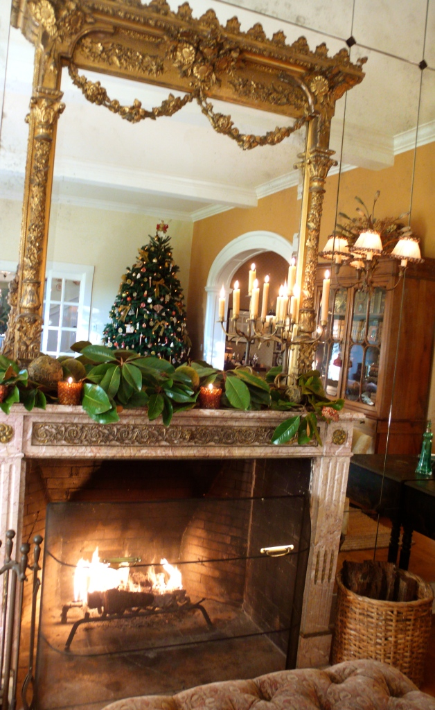 Christmas fireplace mantle, slimpaley.com