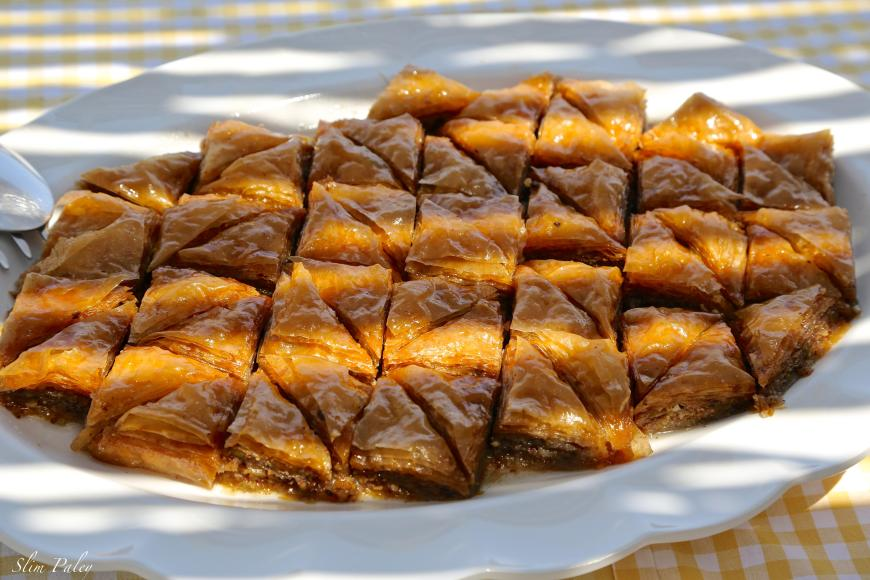 greek pastries with honey