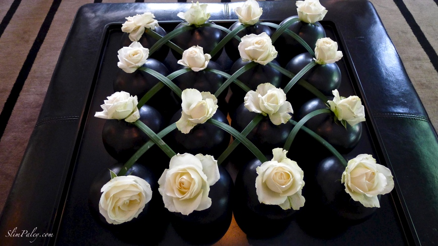 white roses in black vases, Slim Paley photo, Sri Lanka