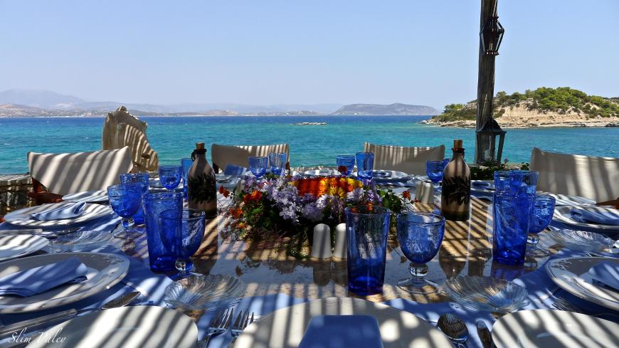 Blue table setting Greece, Slim Paley